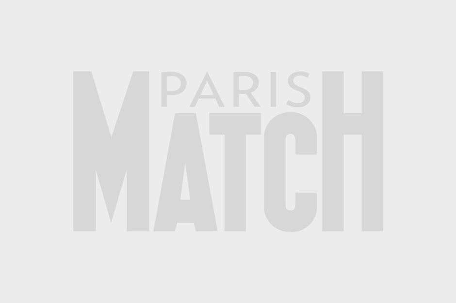 Alexandre Brasseur embrasse sa fille Jeanne, Juliette Brasseur et Louis Brasseur